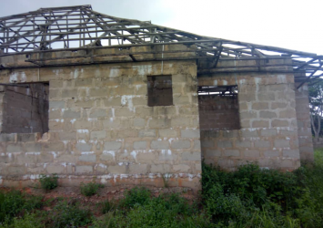 An incomplete 3 masters bedroom building self apartment with visitors toilet built in on a 100by100 ft plot of land for sale at Uhie community after the town hall ward 9 ikpoba okha LGA Benin/Sapele road Benin city Edo state Nigeria. 6