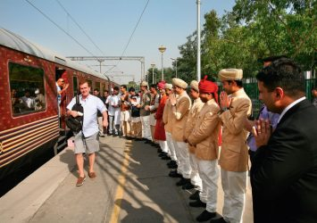 What is the Tariff Packages of Maharaja Express Train? 14